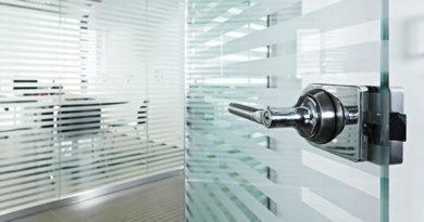 steklyannye-ofisnye-dveri-luchshie-modeli-i-vazhnye-svojstva-4693201