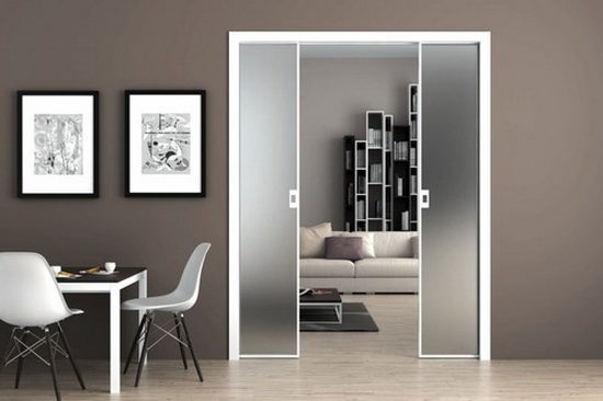 Особенности ухода за прозрачными стеклянными дверями