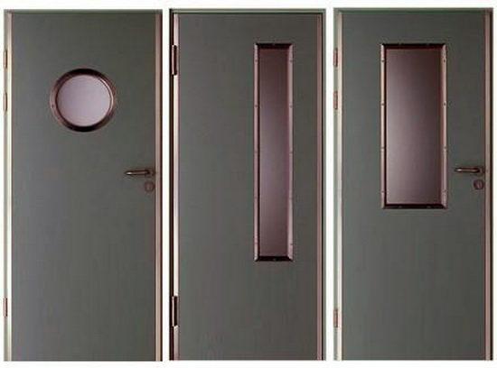 Технические двери из металла со встроенным окном