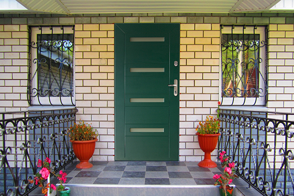 vhodnye-plastikovye-dveri-dlya-chastnyh-domov-18