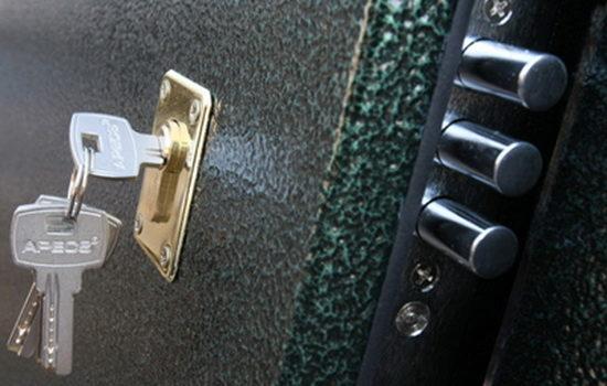 vybor-zamka-dlya-vneshnej-vhodnoj-dveri-9584585