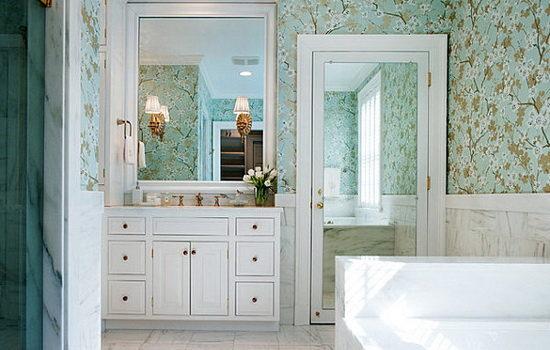 Достоинства зеркальных раздвижных дверей
