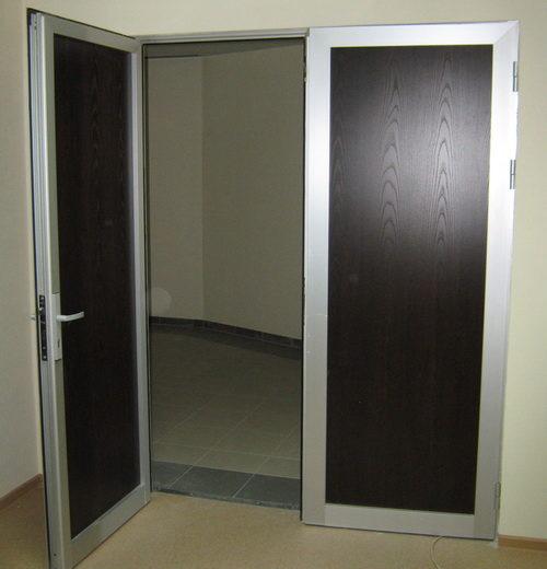 Отделка металлической межкомнатной двери