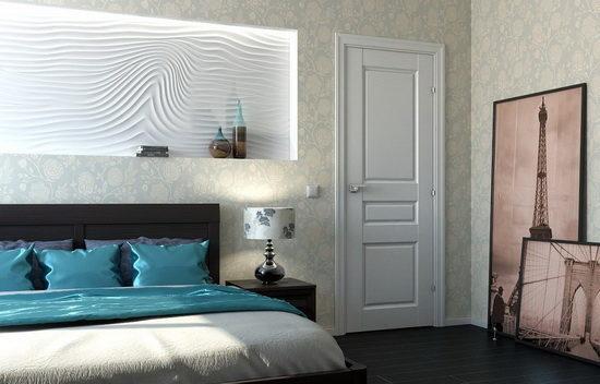 Сочетание белых глянцевых межкомнатных дверей с черным полом