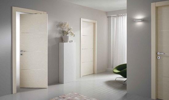 belye-dveri-v-stile-s-ottenkom-korichnevogo-9432042