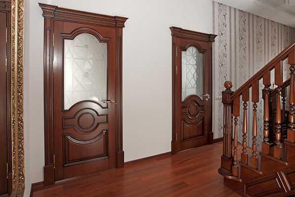 Застекленные дубовые двери