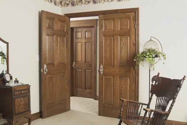 Межкомнатная дверь из массива дуба