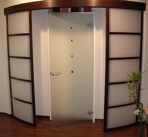 Полукруглые двери в интерьере