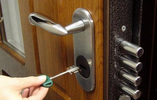 накладные замки для металлических дверей