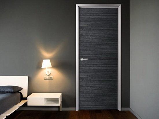 Как еще декорируют глухие межкомнатные двери