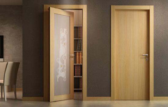 Деревянные межкомнатные двери со вставкой из стекла и без