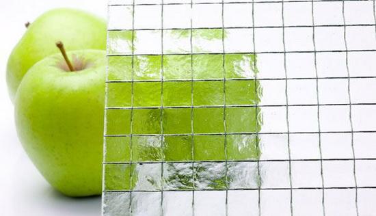 Армированное стекло использовалось в межкомнатных дверях до появления триплекс-стекла