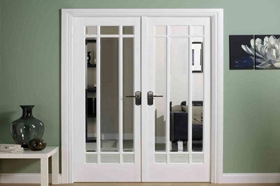 Межкомнатные двери со стеклом триплекс в интерьере фото