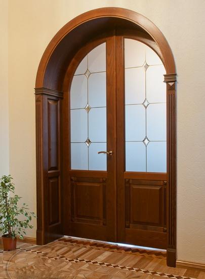 Дверь из клеенного массива нестандартной формы и размеров