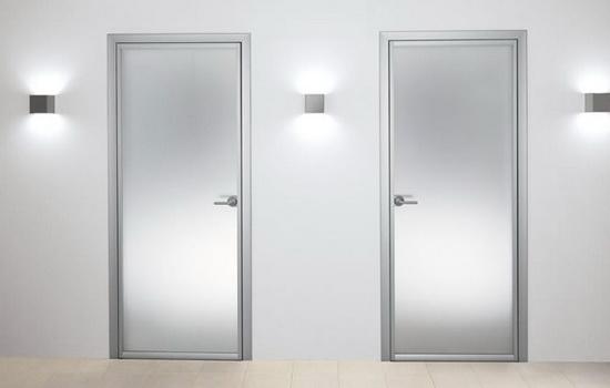 преимущества и недостатки алюминиевых дверей фото