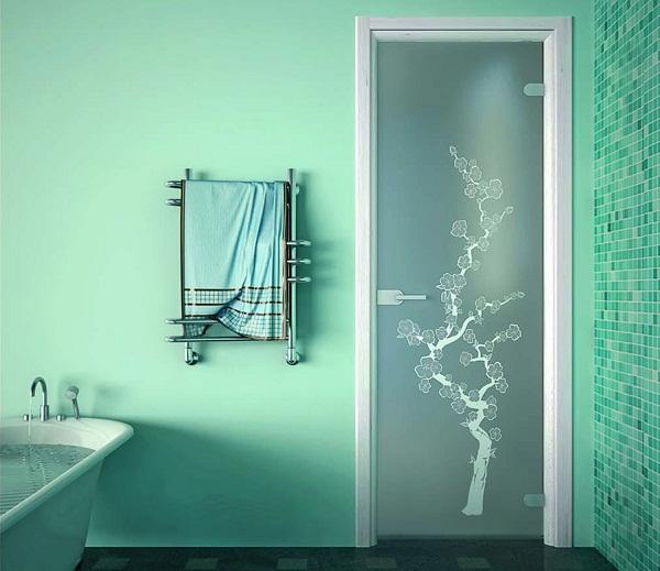 Закаленное матовое стекло двери в ванной