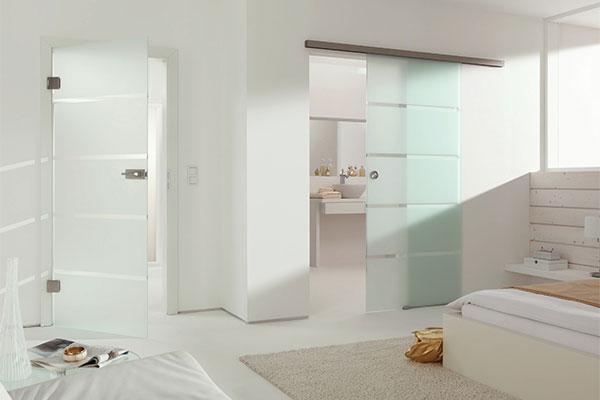 Матовые двери в ванной комнате