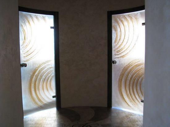 Радиусные или полукруглые двери из матового стекла для ванной комнаты