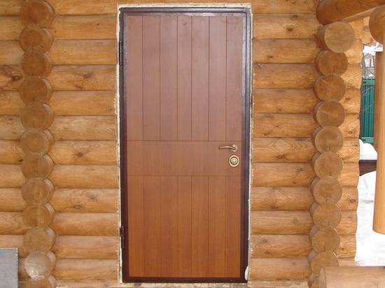 Металлическая дверь в баню с отделкой МДФ панелями фото
