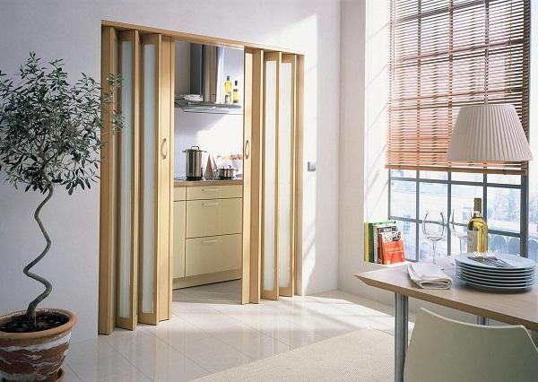 Деревянная дверь типа гармошка фото