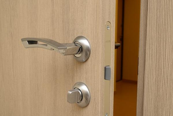 Фурнитура для двери в ванную комнату