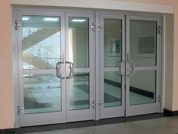 alyuminievye-dveri-4