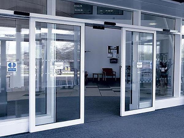 двустворчатые раздвижные автоматические двери