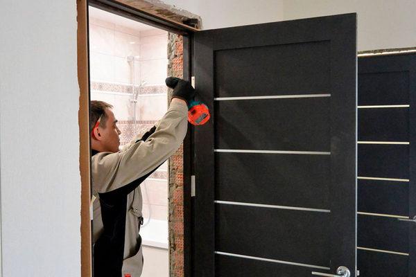 Этапы установки распашной и раздвижной межкомнатной двери