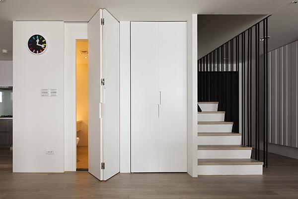 Дверь книжка в интерьере фото