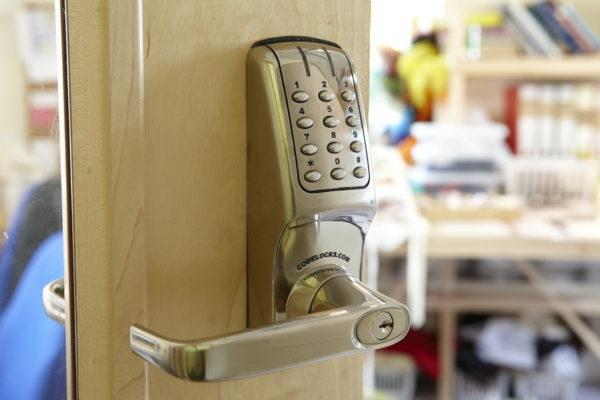 Преимущества и недостатки установки механического кнопочного или лимбового замка