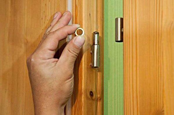 Устранение провисания створки деревянной межкомнатной двери