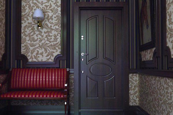 Какие входные металлические двери предлагает компания Леруа Мерлен