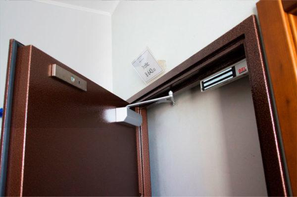 электромагнитные замки для дверей