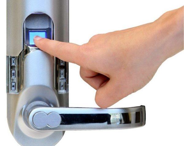биометрический замок для дверей