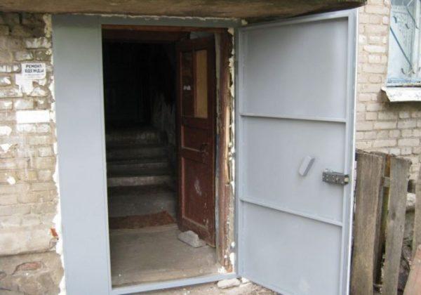 konstrukciya-metallicheskoj-dveri-v-podezd-i-ee-nadezhnost3