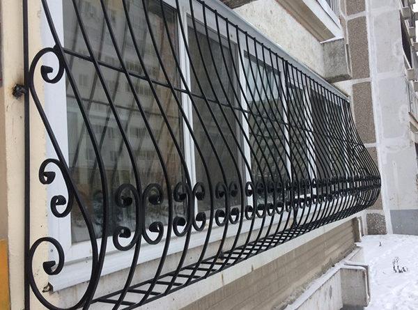 raznovidnosti-i-harakteristiki-reshetok-na-balkon-25