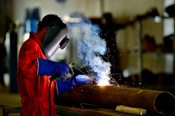 welder-engineer-workshop